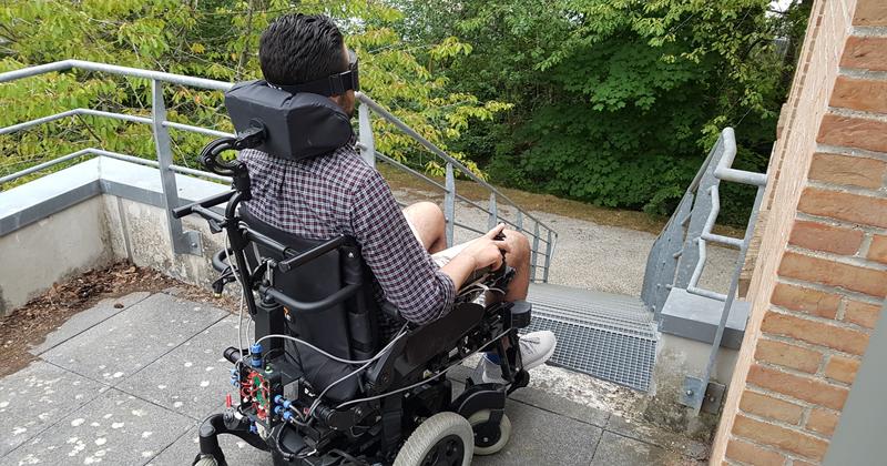 Pilotage d'un fauteuil électrique sécurisé par un non voyant